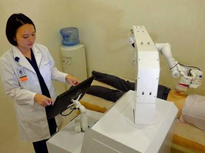 Es geht los: Roboter Emma als Masseuse in Singapur