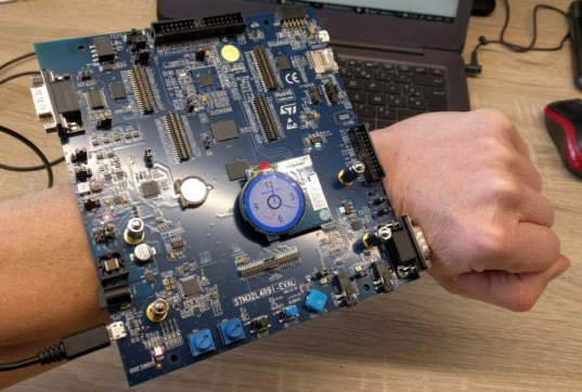 stm32l4r9i-eval kit as smartwatch