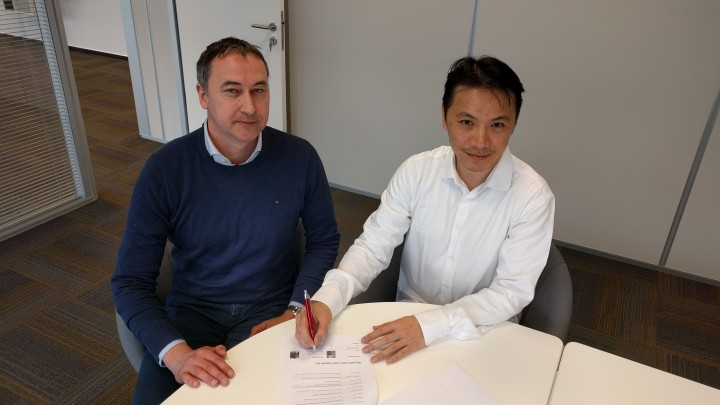 Espressif CEO Teo Swee Ann signs contract