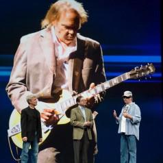 Neil Young spelt computermakers de les