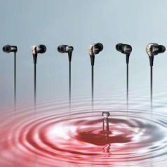 In-ears Sony mikken op luidsprekergeluid