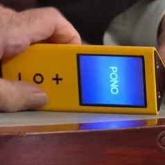 Neil Young toont audiofiele muziekspeler Pono