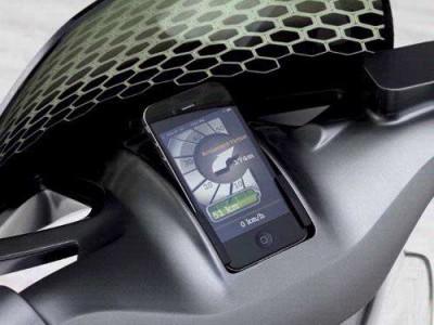 Bij de escooter van Smart vervangt een smartphone het klassieke instrumentenpaneel.