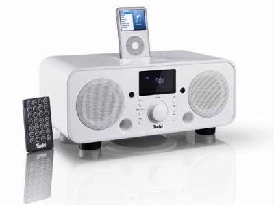 De iTeufel Radio v2 combineert een radiowekker, iPod-speakerdock en tafelradio in één vlot gelijnd toestel.