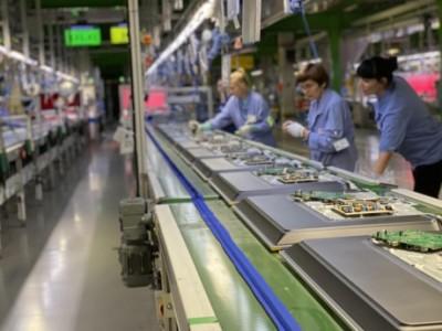 Fabrieksbezoek TPV – In Polen komen elk jaar miljoenen Philips tv's van de band