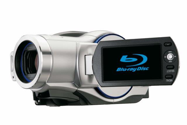 De Hitachi DZ-BD7HE ligt aangenaam in de hand en de belangrijkste bedieningsknoppen zijn goed gepositioneerd.