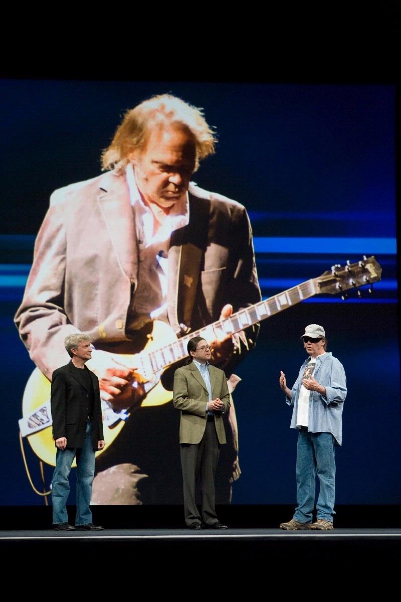 Muzikant Neil Young is niet te spreken over de geluidskwaliteit van de iPod.