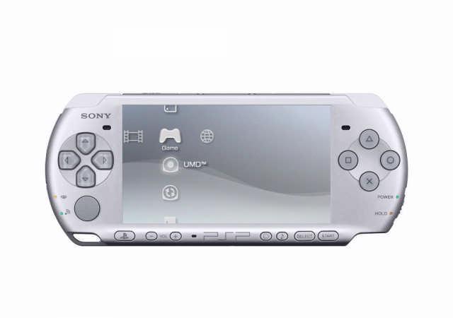 De PSP-3000 verschijnt in zwart of zilverwit. Het nieuwe model onderscheidt zich met een kleine ingebouwde microfoon onderaan.