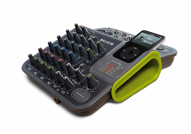 De Belkin Tunestudio combineert een compact vierkanaals mengtafeltje met een iPod-dock.