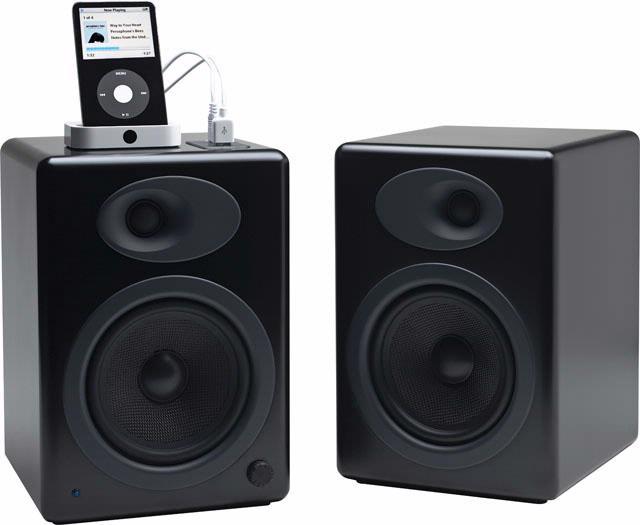 Een digitale muziekspeler op de Audioengine A5 aansluiten levert een rommeltje op.
