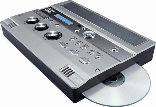 De draagbare cassetterecorder is zijn pluimen al een tijdje kwijt, maar de CD-2e is een meer dan waardige opvolger.