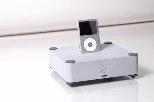 Wadia kreeg toegang tot de code die nodig is om een onbewerkte, digitale gegevensstroom uit de iPod te puren. Zo zag de 170iTransport het levenslicht.