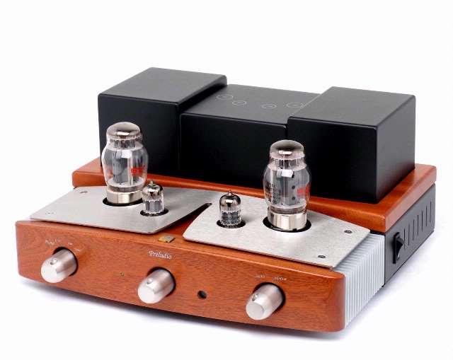 In een buizenversterkers vervangen elektronenbuizen de vaak voorkomende transistoren.
