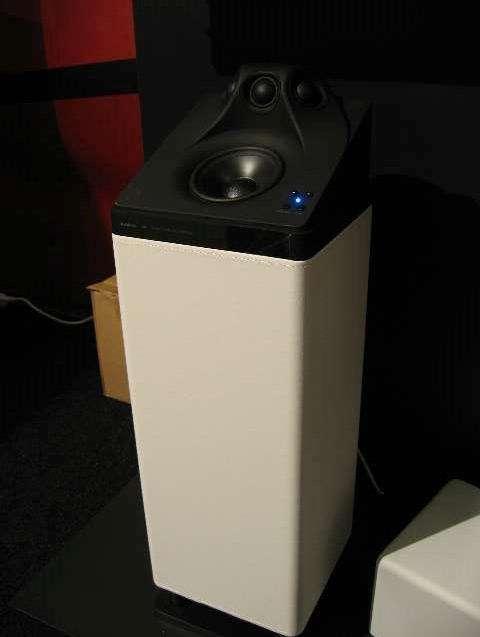 De LV3 van Audio Pro: draadloos en rondomstralend. Hier getoond zonder beschermkap.
