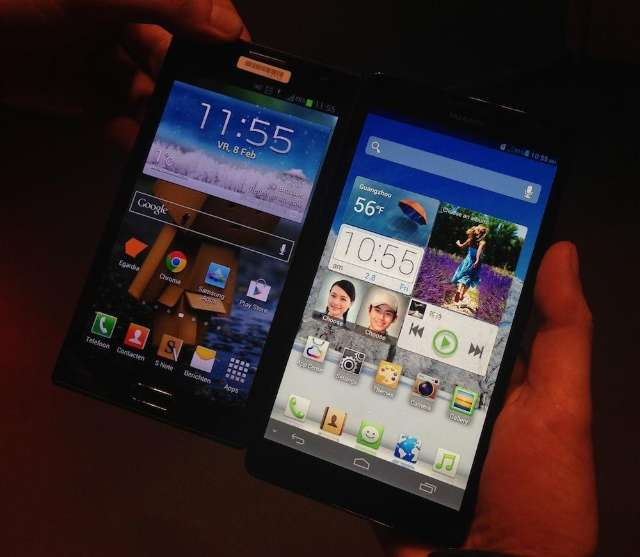 Links een Samsung Galaxy Note 2, rechts een Huawei Mate 6.1