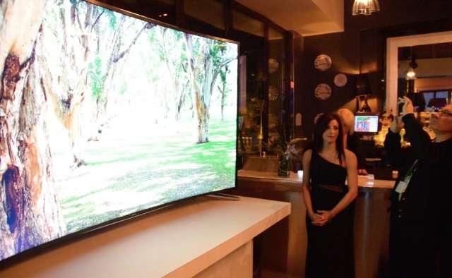 Video: Samsung demonsteert een buigbare televisie