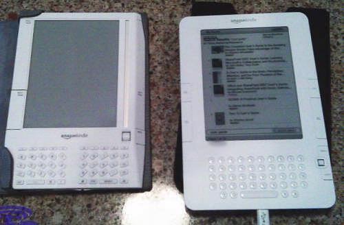 De nieuwe Kindle (rechts) naast zijn voorganger (foto: Boy Genius Report)