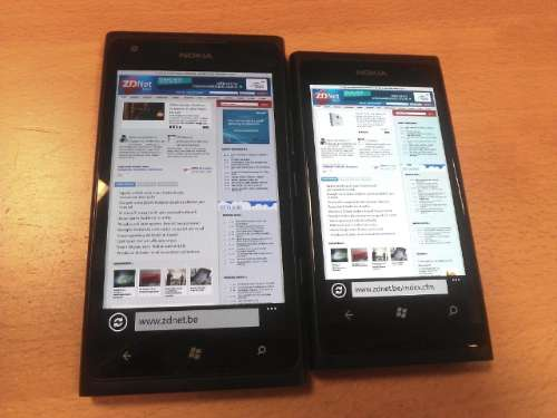 Nokia Lumia 900 naast de Lumia 800