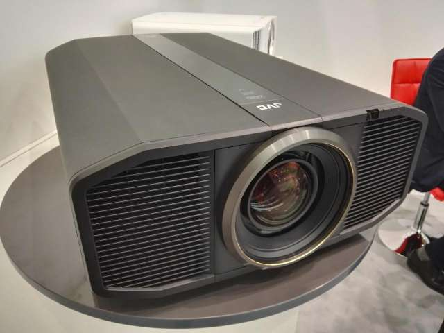 JVC dingt naar de Ultra HD projector-kroon met de DLA Z1