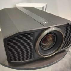 JVC dingt naar de Ultra HD projector-kroon met de DLA Z1