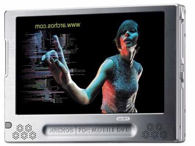 De Archos 704 WiFi heeft een prachtig en groot scherm, en levert een geweldige kijkervaring. Helaas heeft dat ook gevolgen voor de draagbaarheid.