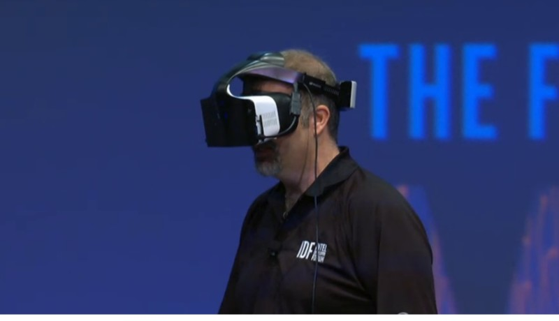 Intel maakt virtual realitybril zonder kabels of handsensors