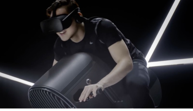 Futuretown laat virtual reality-accessoires zien: motor, paard, en surfboard